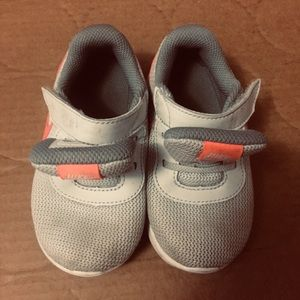 Toddler girl Nike sneakers sz 7c